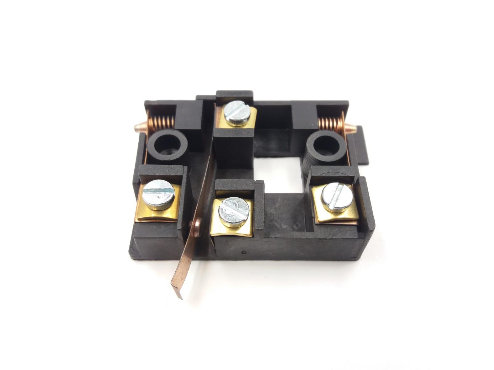 Basetta centrale serratura 1B61 CMF